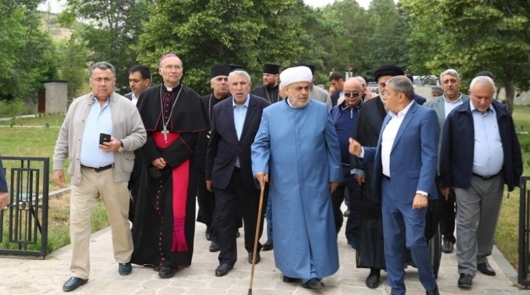 Azerbaijan's Top Cleric Under Fire for Pro-Iran Remarks